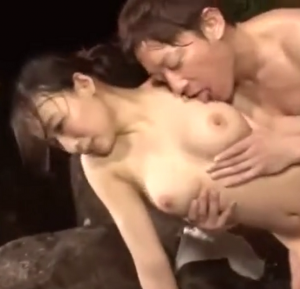「だめ!出さないで…!」温泉で巨乳奥様に中出しレイプ…!