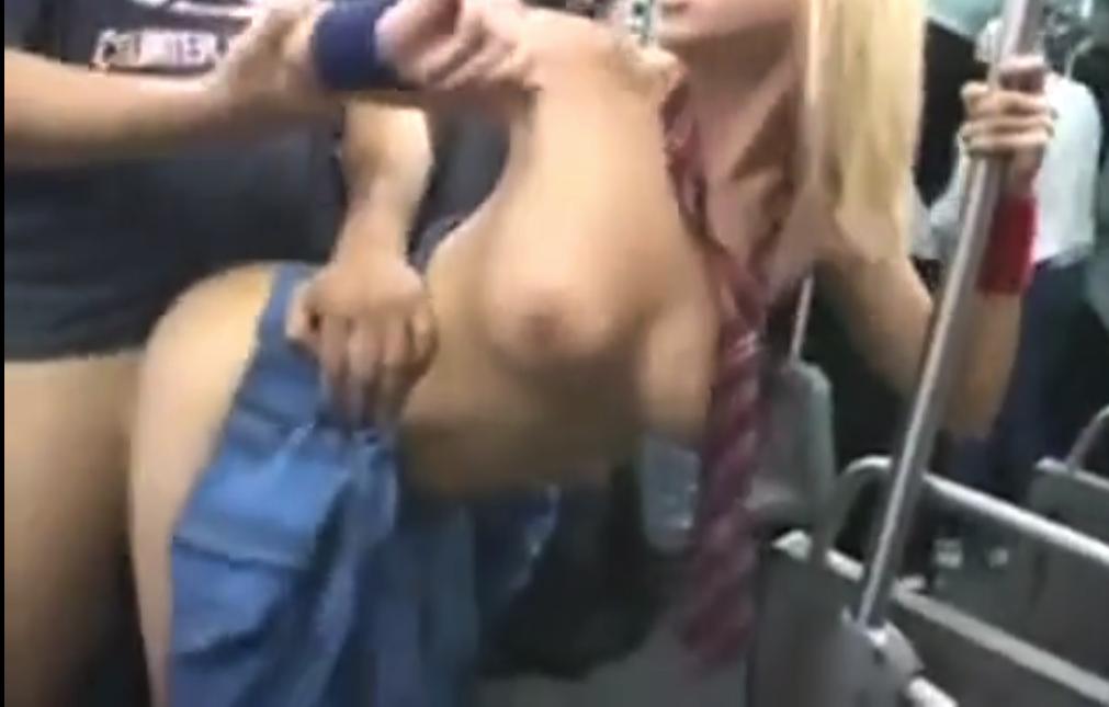 【※中出しレイプ※】抵抗する外国人巨乳JKを日本の男が容赦なく強引中出しレイプじゃあー!