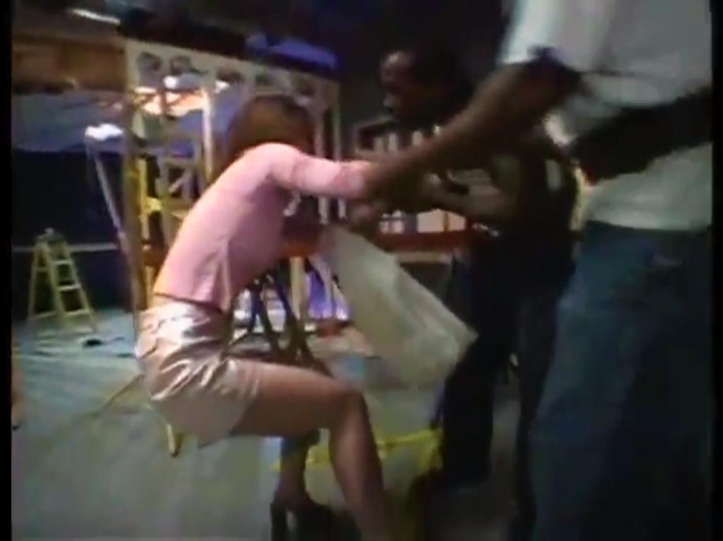 【※強姦※】突然声を掛けて来た黒人達に押し倒され力尽くで無理やり挿入強姦…!