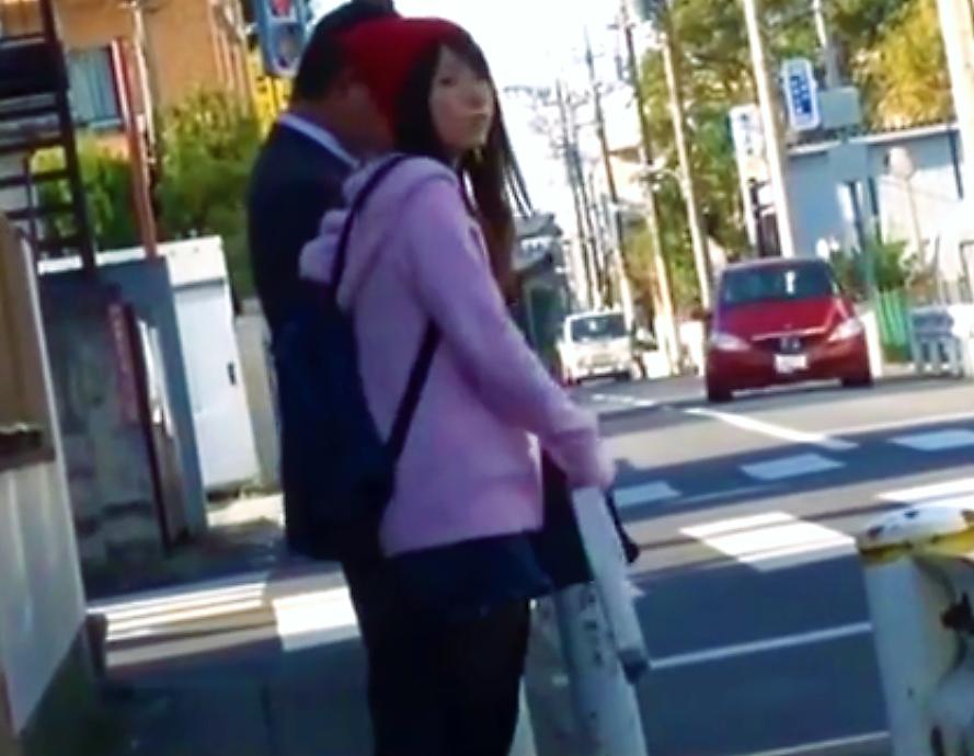 【※痴漢レイプ※】寒空の下バスを待つ若い女...乗り込んだバスで黒タイツを破かれ無理やり挿入強姦…!