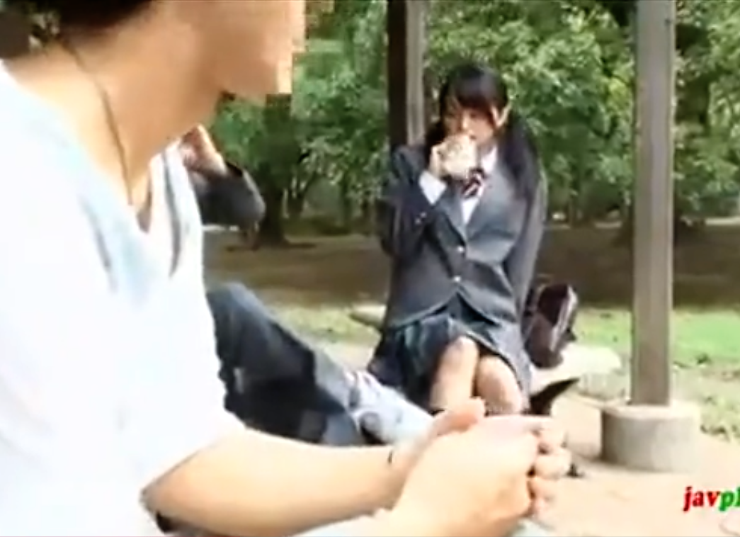 【※JKレイプ※】公園で見かけた高校生カップルの彼女を狙い無理やり挿入野外強姦…!