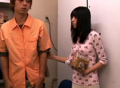 【※レイプ※】コンビニで痴漢に遭い事務所に助けを求めてきた女!痴漢男と店員が手を組み強制挿入強姦…!