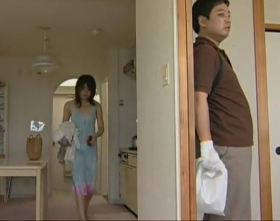 【※レイプ※】連続レイプ魔の標的となった一人暮らしの女!袋を被せられ無理やり挿入強姦…!