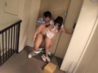 巨乳人妻が宅配業者に襲われ即ハメ中出しレイプ…!