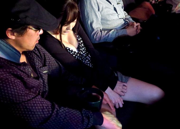 美人若妻が映画館でレイプ魔に襲われ中出しレイプの餌食に…!石原莉奈