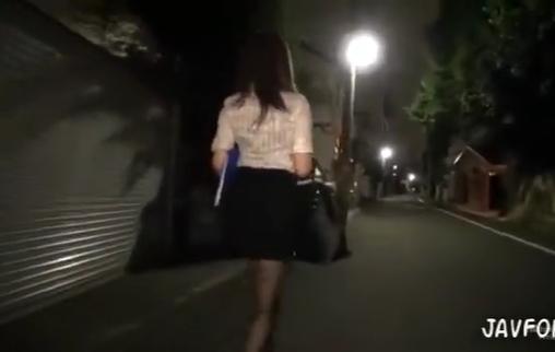 仕事帰りのOLを夜道で襲い力尽くで凌辱輪姦集団中出しレイプ…!