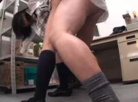 嫌がる万引きJKを事務所に連れ込み強制中出しレイプする盗撮映像…!