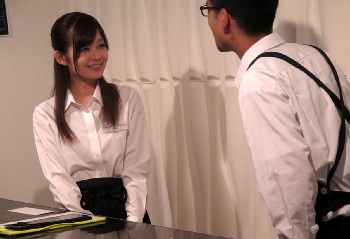ネカフェで働く美人店員をブースや更衣室で無理やり中出しレイプ…!