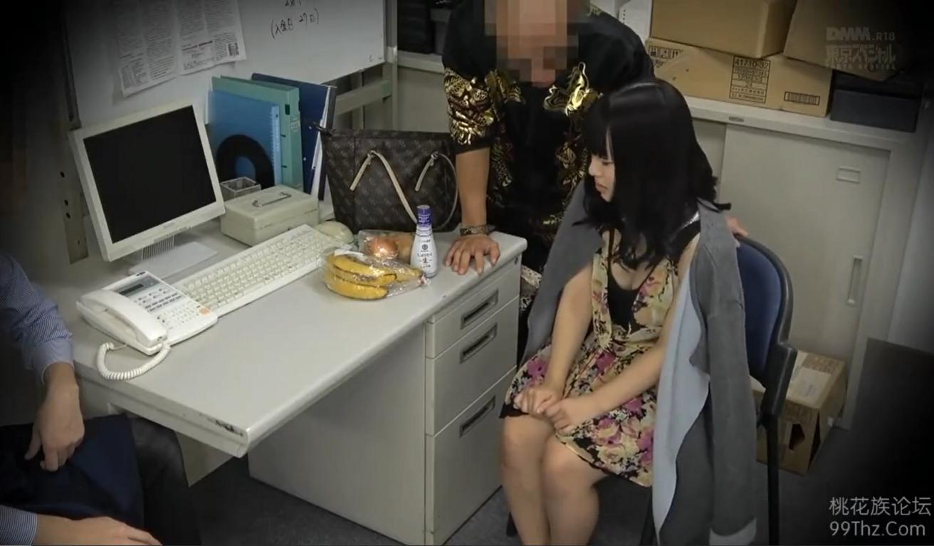 万引きした若妻が店主のヤクザに脅され中出し制裁レイプの餌食に…!