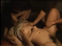 居酒屋で酔った男達に輪姦されるむっちり女!酔わされ抵抗力を奪われ性処理道具にされレイプの餌食に…!