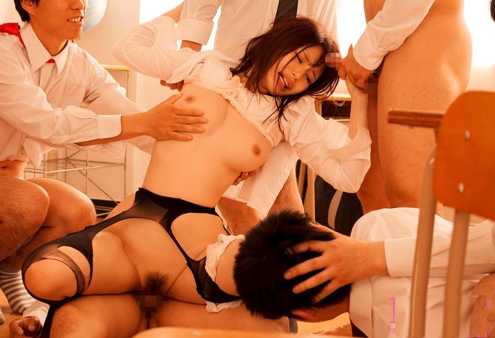 巨乳新人女教師が不良生徒達に騙されレイプ!集団連続中出し輪姦の餌食に…!伊藤舞雪