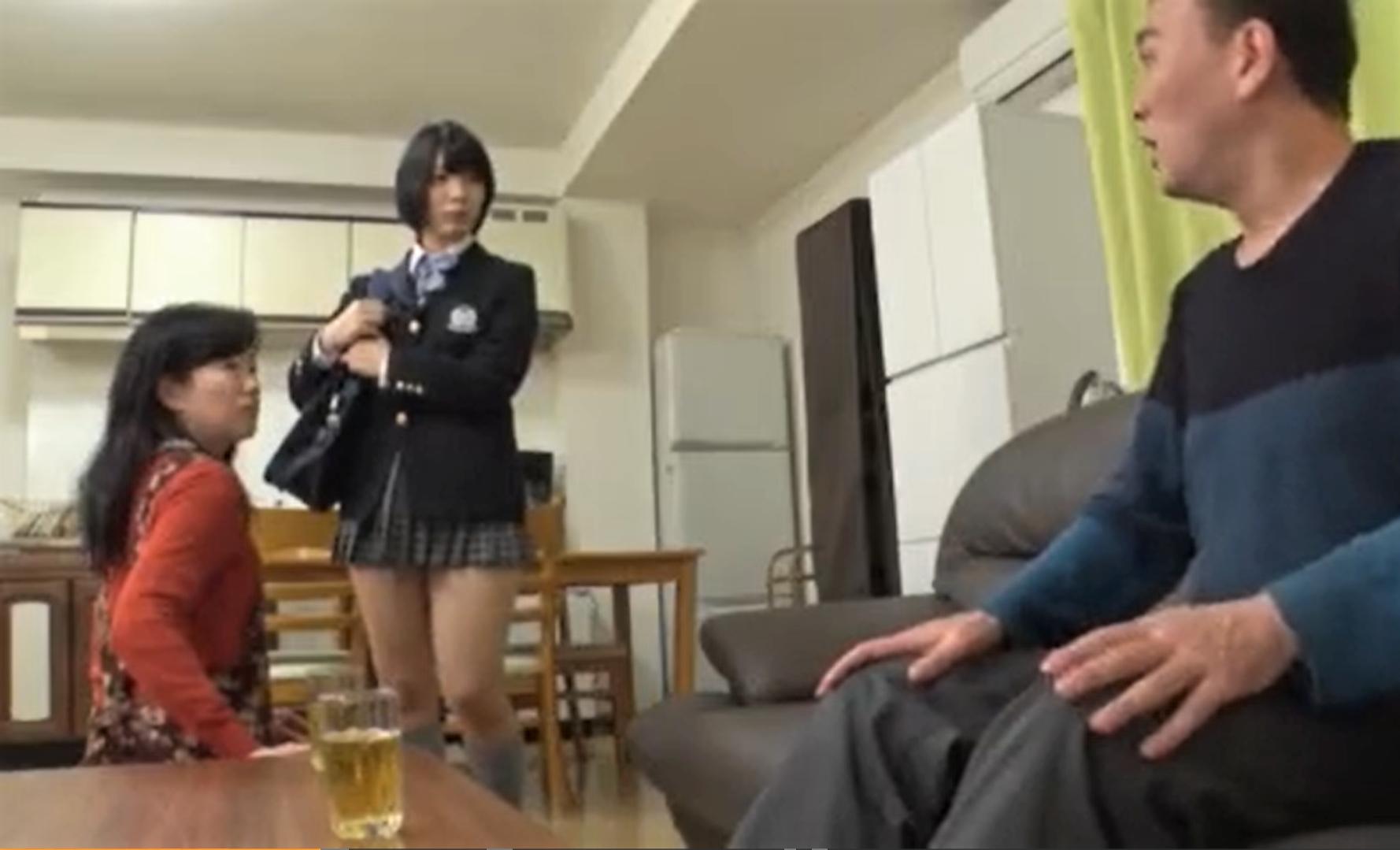太ももがエロいミニスカ黒髪JKが父親に襲われ無理やり中出しレイプ近親相姦の餌食に…!