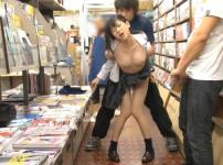 本屋で参考書を探す黒髪巨乳JKに即ハメレイプ!店内で激しく犯され放心状態に…!