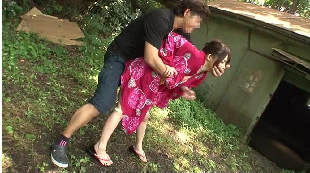 【※野外レイプ※】浴衣の女子の野ション現場を襲う!即ハメで逃げる間もなく犯し尽す…!