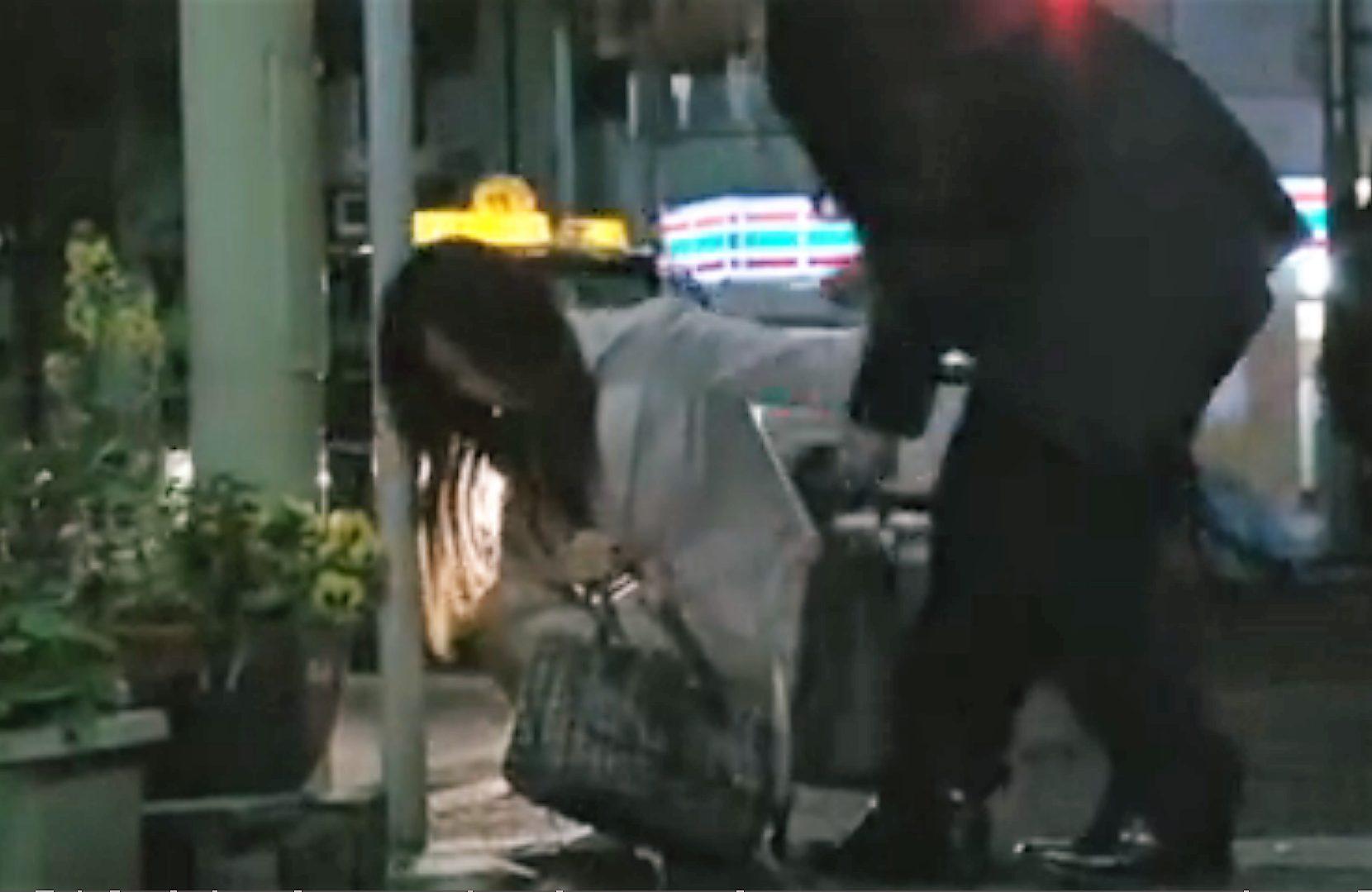 【※泥酔レイプ※】夜道で泥酔しているOLを連れ去り犯す!朦朧とし判断能力が低下している女に生ハメ…!
