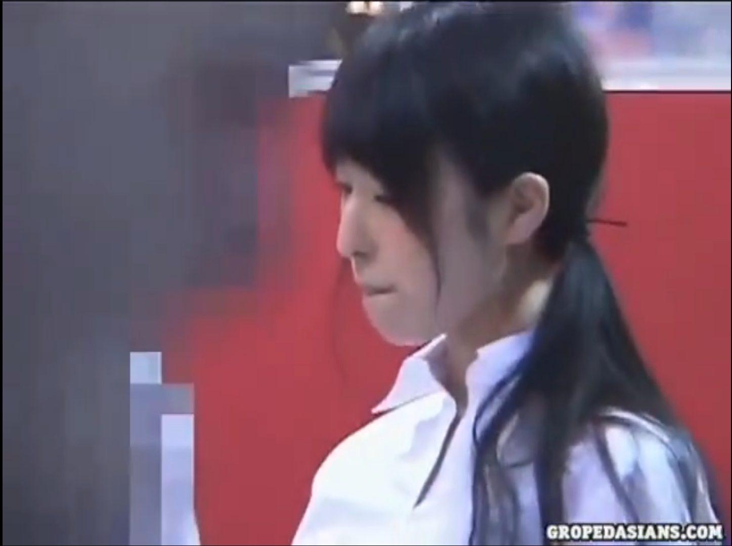 【※店員レイプ※】パチンコ屋の素朴な女店員を痴漢!気弱な姿を見てトイレに連れ込み生ハメレイプ…!