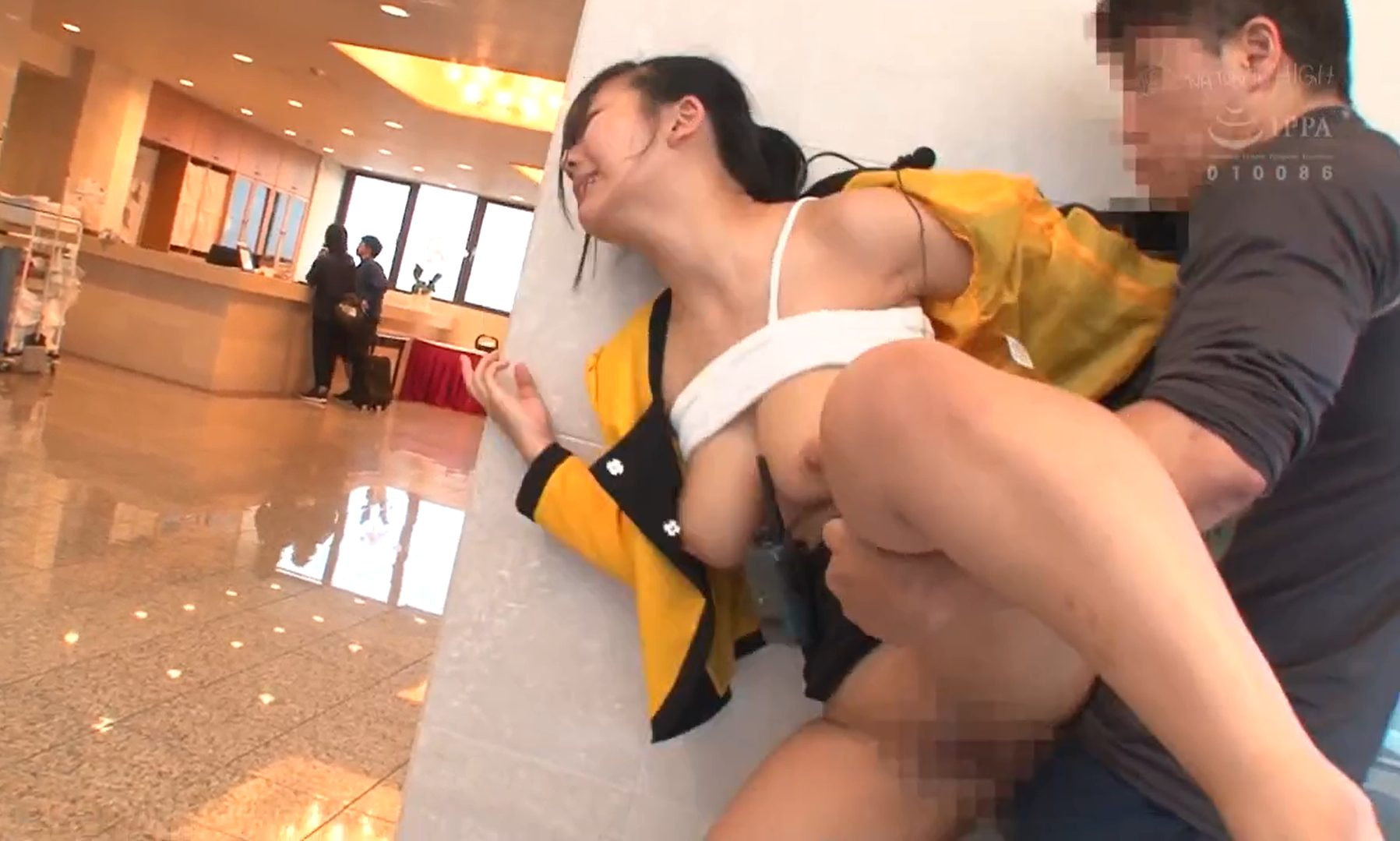 【※巨乳レイプ※】ホテルの綺麗な巨乳従業員を犯す!制服のまま強気にロビーや客室で中出しレイプ…!