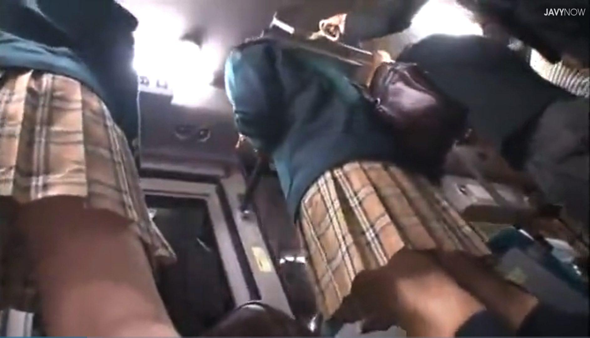 【※痴漢レイプ※】バス車内でJKを狙う痴漢魔!手当たり次第に痴漢し生ハメレイプに発展…!