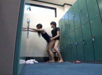 【※JKレイプ※】水泳部の女子更衣室に侵入し鉢合わせた部員を犯し尽す…!