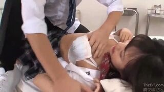 【彩乃なな】巨乳JKを保健室で力尽くレイプ!嫌がりながら犯され撮影まで…!