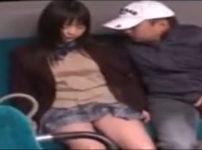 バスで居眠りする色白JKを襲い口内射精ぶっかけレイプ…!