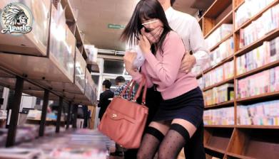 【※中出しレイプ※】本屋で好みの女を狙いレイプ!容赦なく挿入中出しレイプじゃあー!